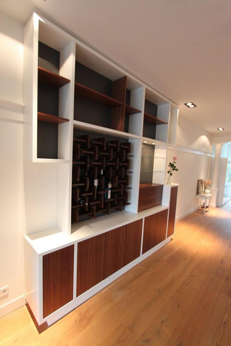 kast tot het plafond,notenhout,wijnrek,kast op maat,drankkast met verlichting,Amsterdam,Beer Hendriks