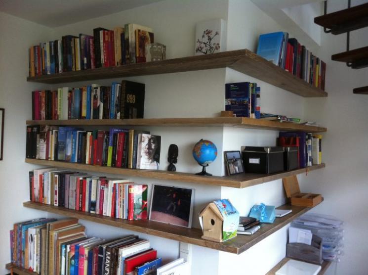 Boekenkast steigerhout hoek | Beer Hendriks - maatwerk & meubels
