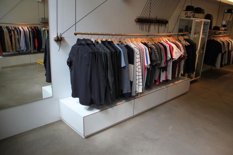 Lades op maat,DIV,Amsterdam,winkelinrichting,volledig uitrekbare lades,meubels op maat,meubelmaker,laag ladeblok,diepe lades,wit hpl op Okume