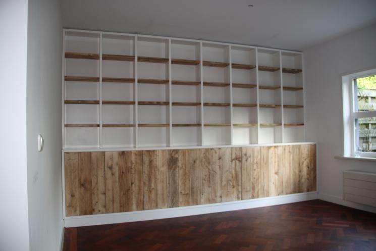 Boekenkast met steigerhouten deurtjes en planken beer for Boekenkast steigerhout