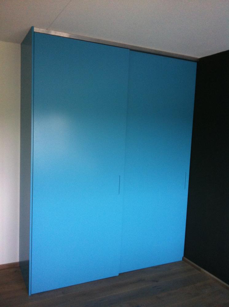 Garderobe Met Schuifdeuren.Inbouw Kledingkast Blauw Beer Hendriks Maatwerk Meubels