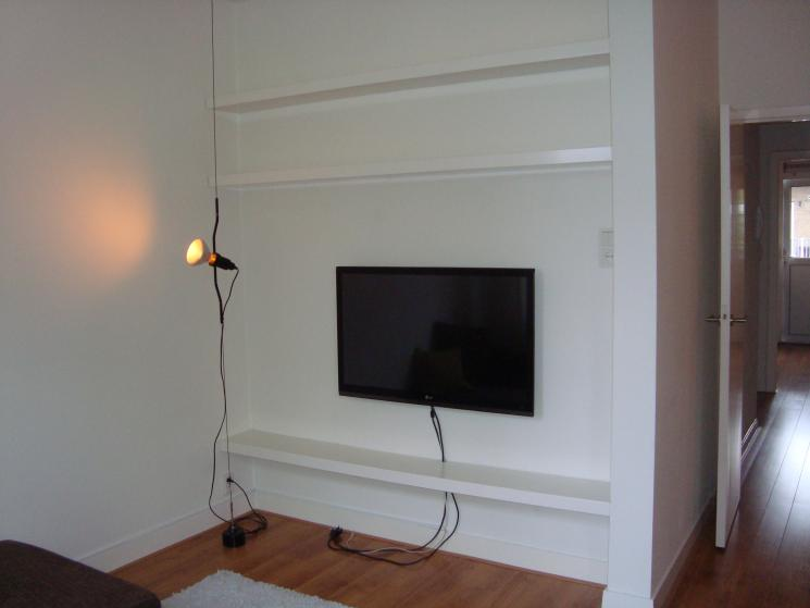 Zwevende planken beer hendriks maatwerk meubels - Muur plank onder tv ...