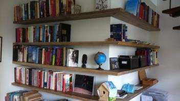 Zwevende plank beer hendriks maatwerk meubels for Boekenkast steigerhout